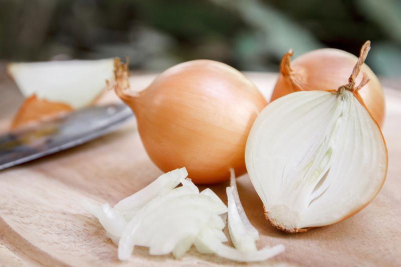 Come tagliare la cipolla senza piangere